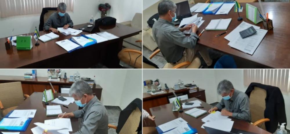 SONORA-MS  Prefeito Enelto Ramos da show de canetada assinado projetos no gabinete e avisa que vai ter lançamento de pacote de obras