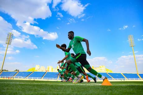 Arábia Saudita anuncia mais de cem jogadores e técnicos com a covid-19