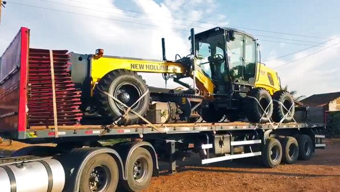 BODOQUENA-MS| Recebe motoniveladora viabilizada pelo deputado Vander